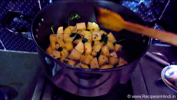Aloo ka Jhol Recipe in Hindi. Potato Curry Recipe. Indian Curry Recipe.