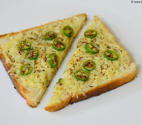 Cheese Chilli Toast Recipe in Hindi. Cheese Chilli Toast on Tawa Recipe. Cheese Toast Recipe. Indian Toast Recipe.